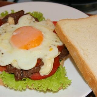 Cách làm bánh mì sandwich thịt bò trứng