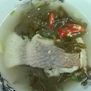Canh chua lá giang nấu cá điêu hồng