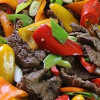 Cách làm Bò Xào Ớt Chuông vừa đẹp mắt vừa bổ dưỡng