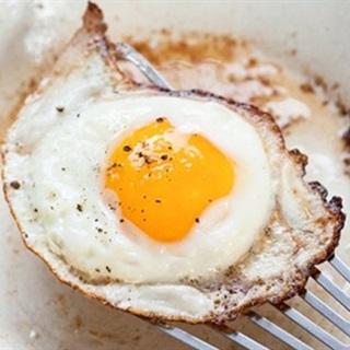 Cách làm Trứng Ốp La ăn với bánh mì cho bữa sáng ngon miệng