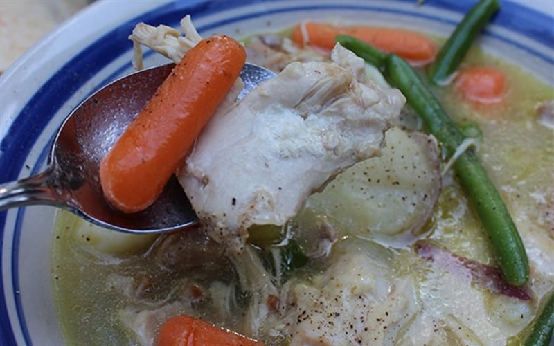 Cách làm canh gà với rau củ