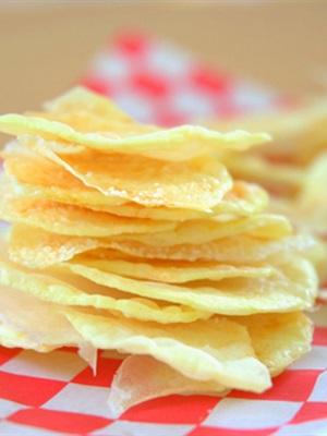 Snack khoai tây giòn tan khi thưởng thức!