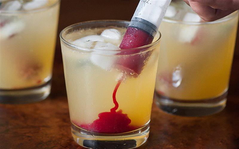 Cách làm cocktail Ma cà rồng
