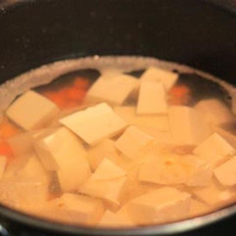 """Canh đậu hũ nấu <a href=""""https://www.rongbienhanquoc.net/san-pham.html"""" _fcksavedurl=""""https://www.rongbienhanquoc.net/san-pham.html"""">rong biển</a>"""