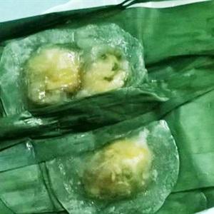 Bánh bột lọc tôm thịt gói lá chuối