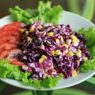 Cách làm Salad Bắp Cải Tím sốt mayonnaise giòn sựt tươi mát