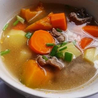 Cách làm canh thịt bò hầm rau củ