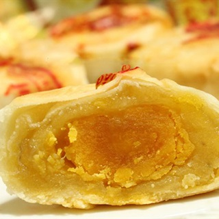 Cách làm Bánh Pía Sầu Riêng trứng muối, ngon như ngoài tiệm