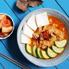 Canh kim chi chua chua cay cay hấp dẫn người dùng