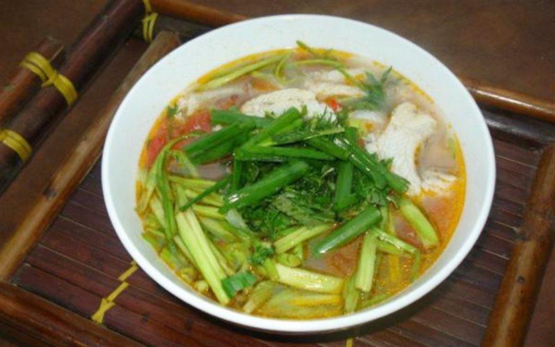 Cách làm canh cá khoai rau cần nước
