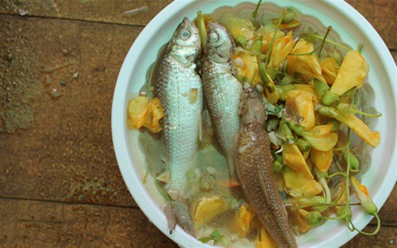 Cách nấu Canh Chua Cá Linh Bông Điên Điển thanh mát