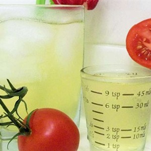 Tự làm nước ép cà chua