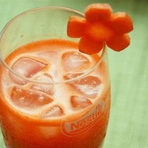 Tự làm nước cà rốt ép