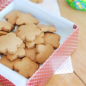 Bánh quy với hình hoa mai