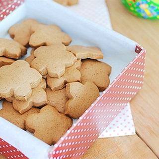Cách làm bánh quy với hình hoa mai
