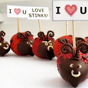 Dâu tây nhúng chocolate hình bọ dừa