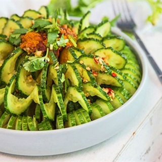Cách làm salad dưa leo trộn