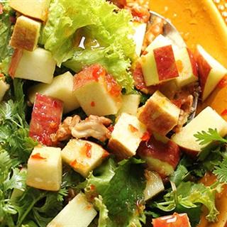 Cách làm salad táo chua cay