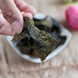 "Snack <a href=""https://www.rongbienhanquoc.net/san-pham.html"" _fcksavedurl=""https://www.rongbienhanquoc.net/san-pham.html"">rong biển</a> chiên giòn"