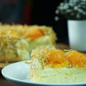 Bánh bông lan trứng muối sốt phô mai