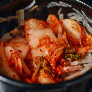 Canh kim chi với thịt heo