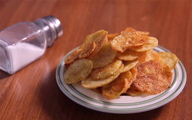 Cách làm snack khoai tây bằng lò vi sóng