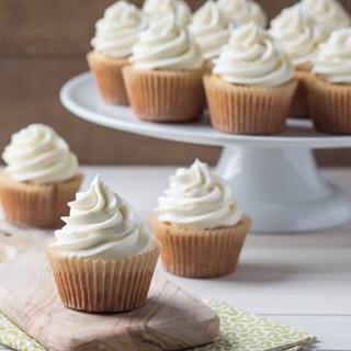Cách làm Vanilla Cupcakes kem tươi cực ngon siêu đơn giản