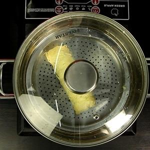 """Trứng cuộn <a href=""""https://www.rongbienhanquoc.net/san-pham.html"""" _fcksavedurl=""""https://www.rongbienhanquoc.net/san-pham.html"""">rong biển</a> và tôm hấp"""