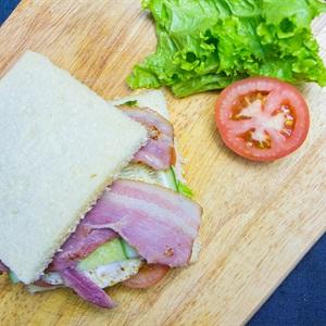 Sandwich kẹp jambon - bacon