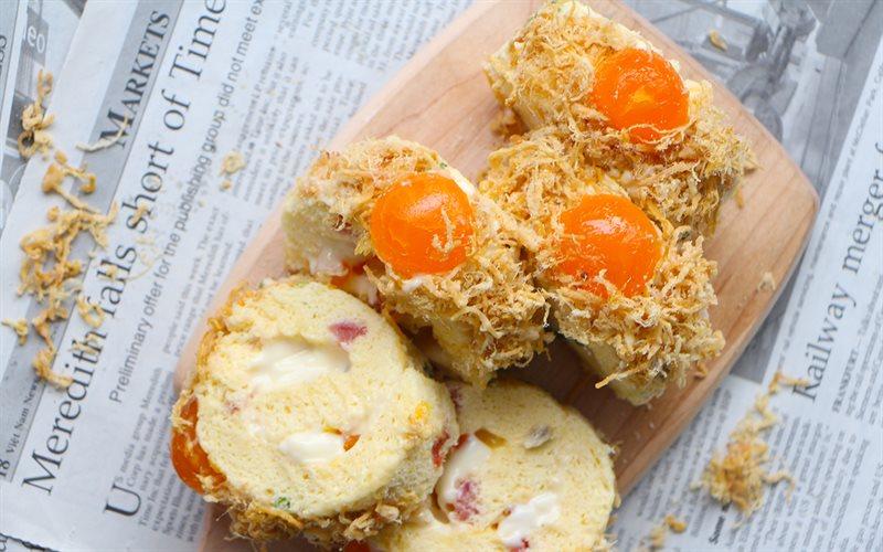 Cách Làm Bánh Bông Lan Cuộn Chà Bông Trứng Muối