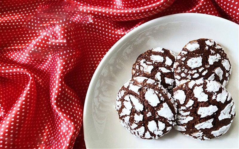 Cách làm Chocolate Crinkle Cookie nướng giòn tan thơm lừng
