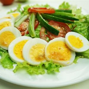 Salad rau củ trộn trứng