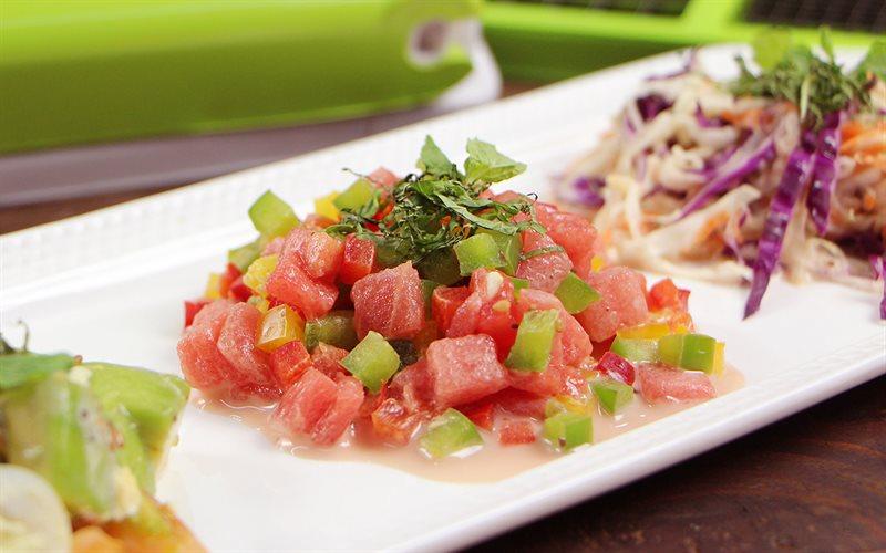 Cách làm salad dưa hấu ớt chuông trộn sốt Kewpie