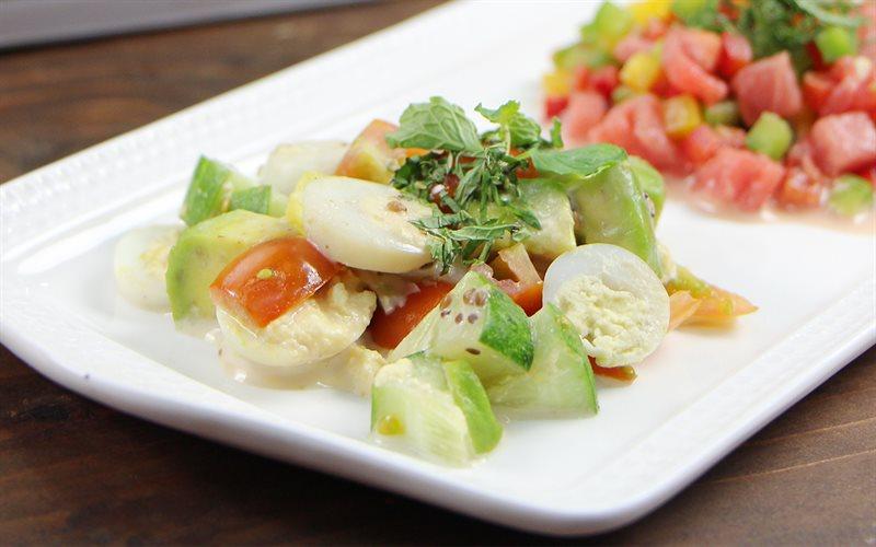 Cách làm salad bơ trứng cút