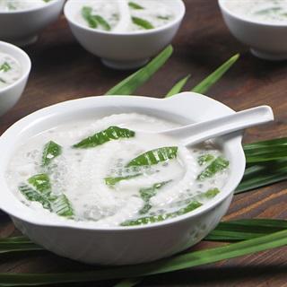 Cách làm Chè Dừa Non Thạch Lá Dứa với nước cốt dừa thơm béo