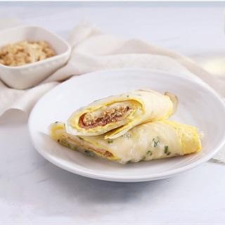 Bánh trứng cuộn thịt xông khói