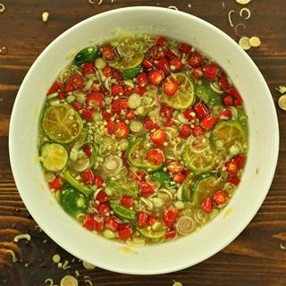 Cách làm muối ớt sả tắc chấm hải sản