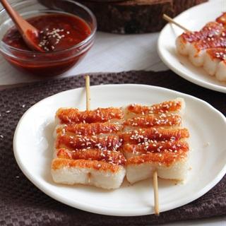 Bánh gạo xiên que áp chảo sốt Hàn Quốc - Tteok Kkochi
