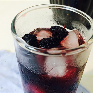 Cách làm Rượu Dâu Tằm thơm ngon, tốt cho sức khỏe cả nhà
