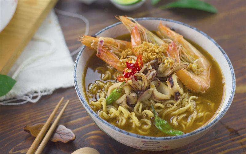 Cách nấu Mì Lẩu Thái chua cay, hấp dẫn cho tiết trời lạnh