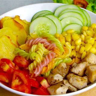 Cách làm Salad nui xoắn gà viên