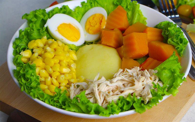 Cách làm Salad gà xé khoai nghiền