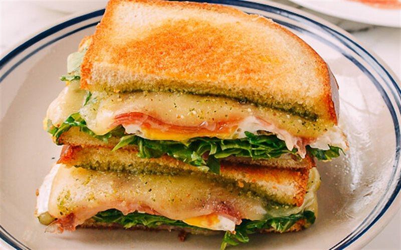 Cách làm bánh sandwich kẹp thịt nguội