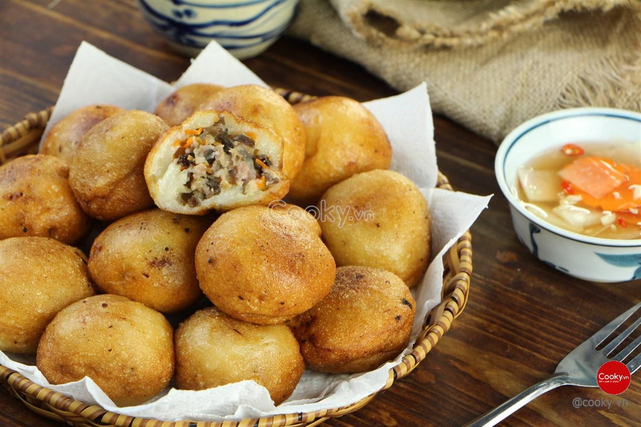 Cách Làm Bánh Rán Nhân Tôm Thịt Thơm Ngon Khó Cưỡng - ảnh 1.