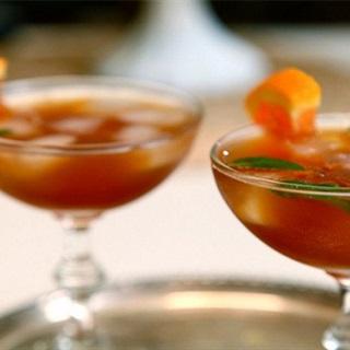 Cocktail trà đen với rượu whisky