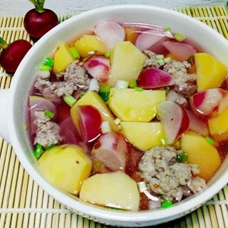 Canh khoai tây nấu củ cải đỏ thơm ngọt cho bữa cơm ngày hè