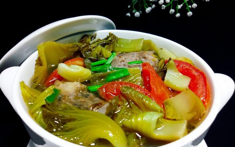 Cách làm canh cải chua nấu với cá