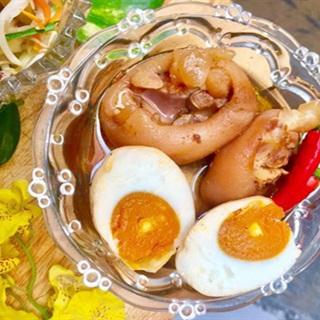 Giò heo kho trứng muối