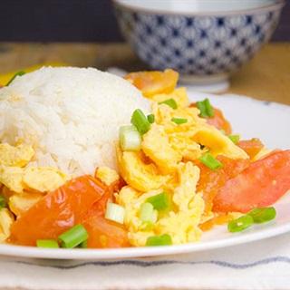 Trứng gà chiên cà chua