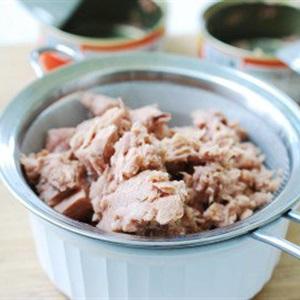Cơm cuộn cá ngừ